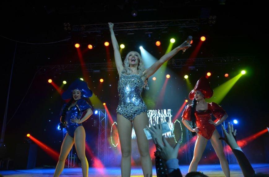 В Мариуполе Ольга Полякова взорвала зал и заставила зрителей танцевать (ФОТОРЕПОРТАЖ+ВИДЕО) (фото) - фото 1