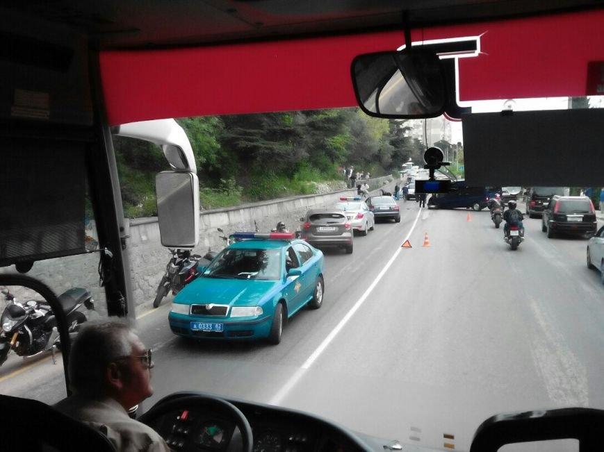 ФОТО: под Ялтой автобус Форд сбил насмерть мотоциклиста, фото-1