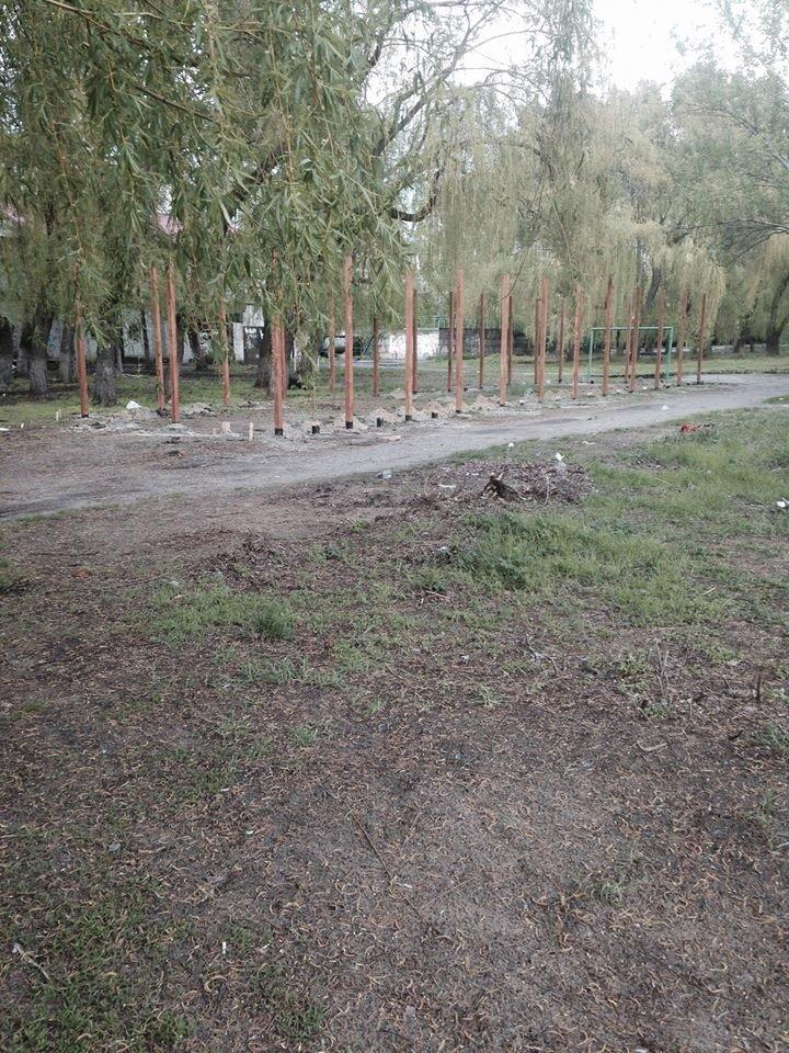 На Солнечном вместо спортивной площадки строят очередной МАФ (ФОТО), фото-3