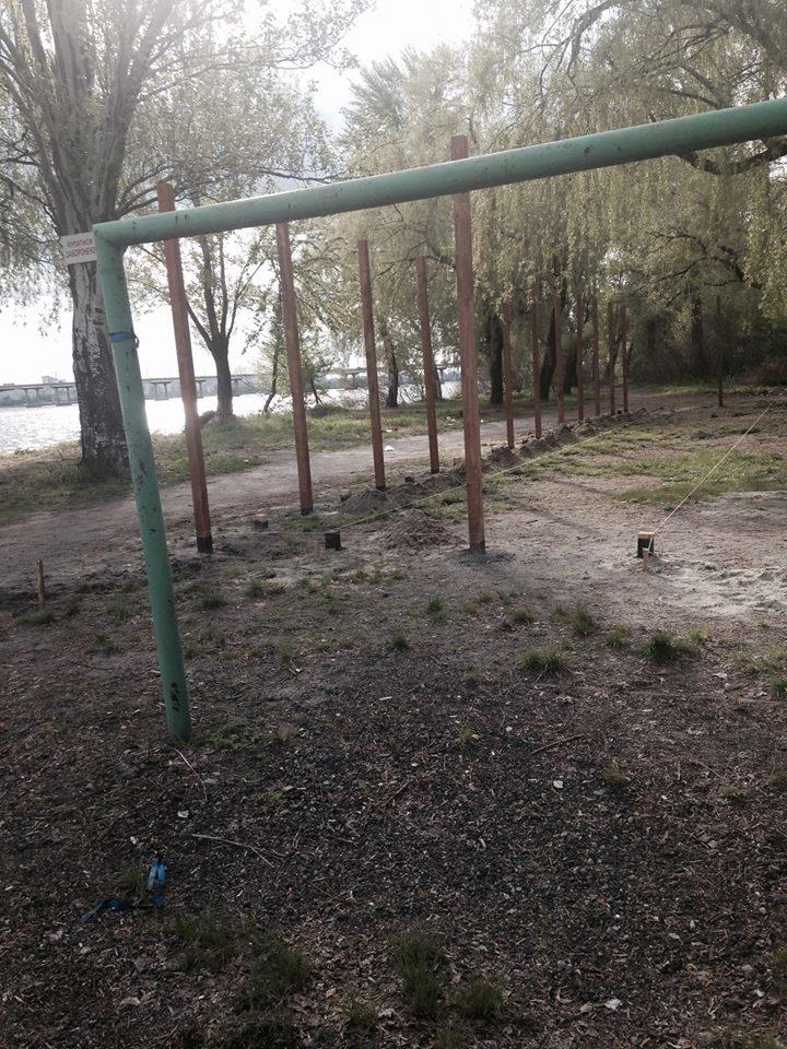 На Солнечном вместо спортивной площадки строят очередной МАФ (ФОТО), фото-2