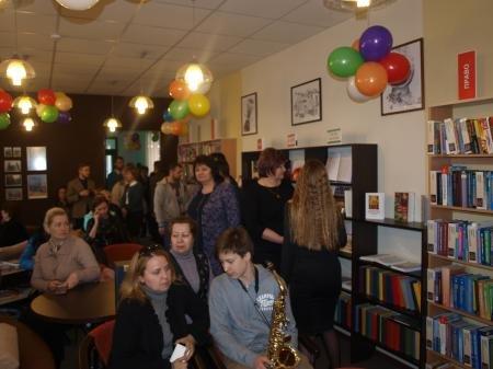 В Днепропетровске открыли молодежную библиотеку (ФОТО) (фото) - фото 4