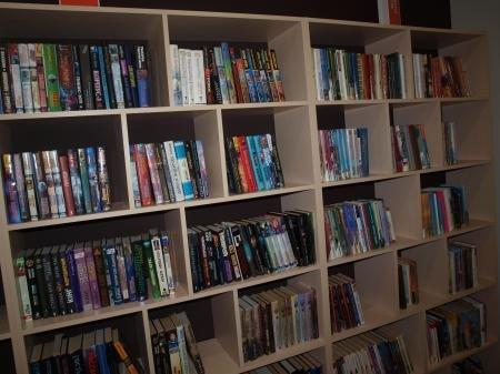 В Днепропетровске открыли молодежную библиотеку (ФОТО) (фото) - фото 2