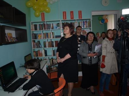 В Днепропетровске открыли молодежную библиотеку (ФОТО) (фото) - фото 3