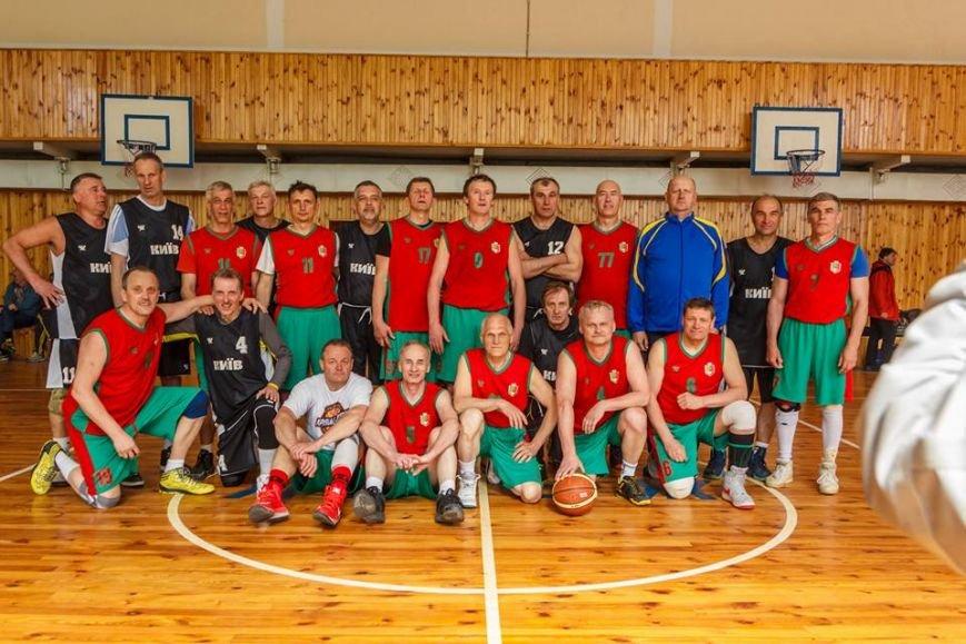 Ветераны криворожского баскетбола обыграли в финале львовян и стали чемпионами Украины (ФОТО), фото-1