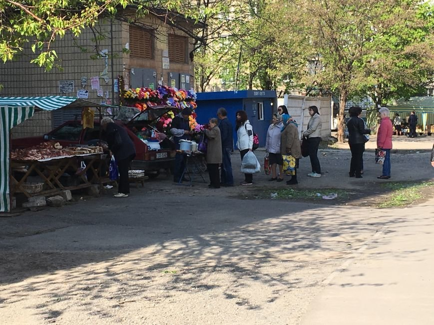 Полиция штрафует торгующих на стихийных рынках, а криворожане выстраиваются к ним в очередь за молоком и мясом (ФОТО), фото-3