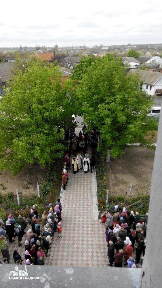 Страшные фото: Как в Одесской области хоронили шестерых девочек, погибших при пожаре (ФОТО) (фото) - фото 1