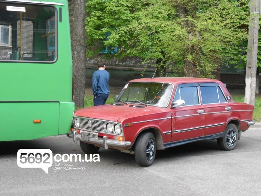 В ДТП на проспекте Аношкина «тройка» столкнулась с маршруткой (фото) - фото 2