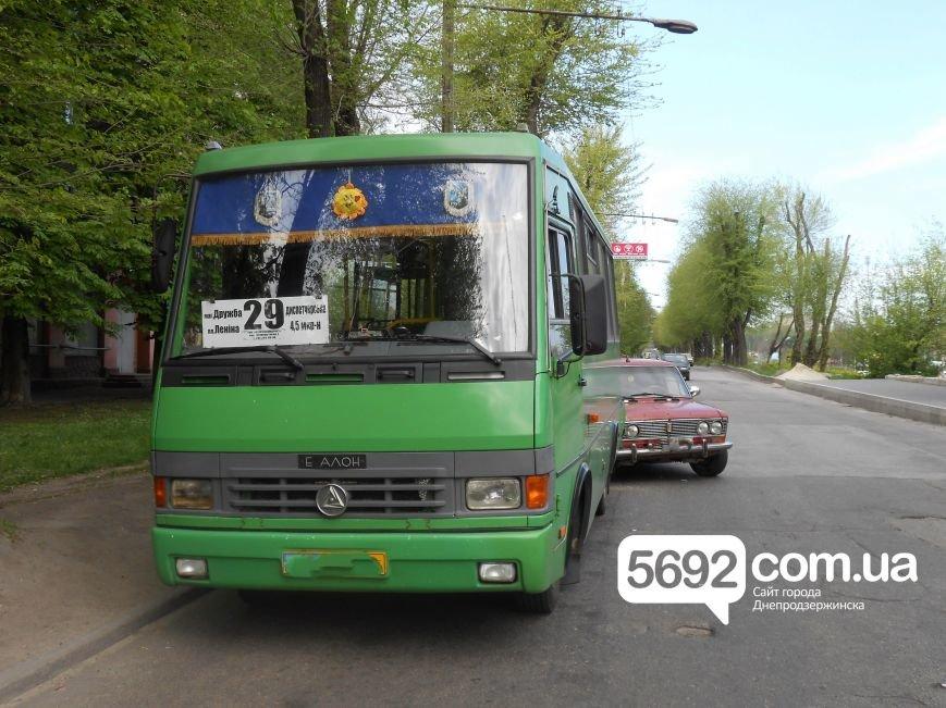 В ДТП на проспекте Аношкина «тройка» столкнулась с маршруткой (фото) - фото 1