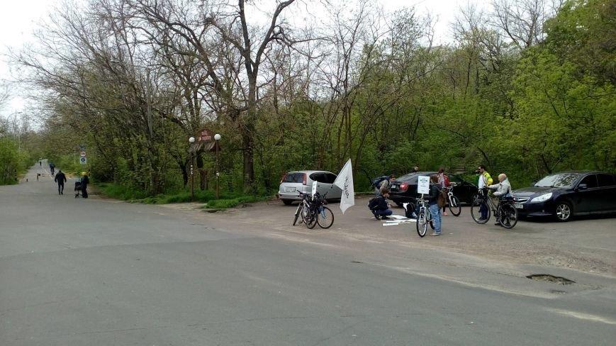 78afc42cf81a3b796835f168e5b39e49 Одесские велосипедисты перекрыли часть Трассы здоровья для автохамов