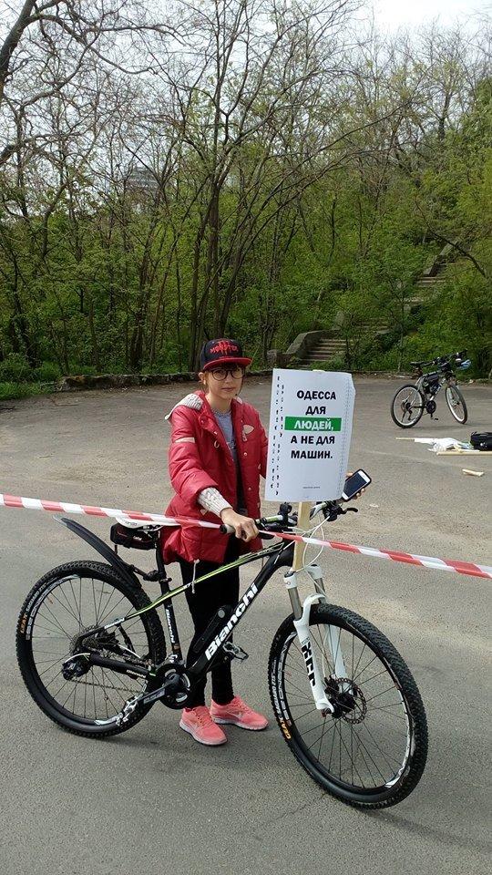 f8b820810ae4a7d19b9e10a2faab79a4 Одесские велосипедисты перекрыли часть Трассы здоровья для автохамов