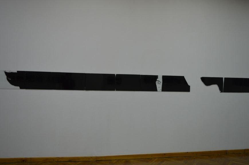 В Витебске проходит выставка работ, созданных с помощью битума, фото-3