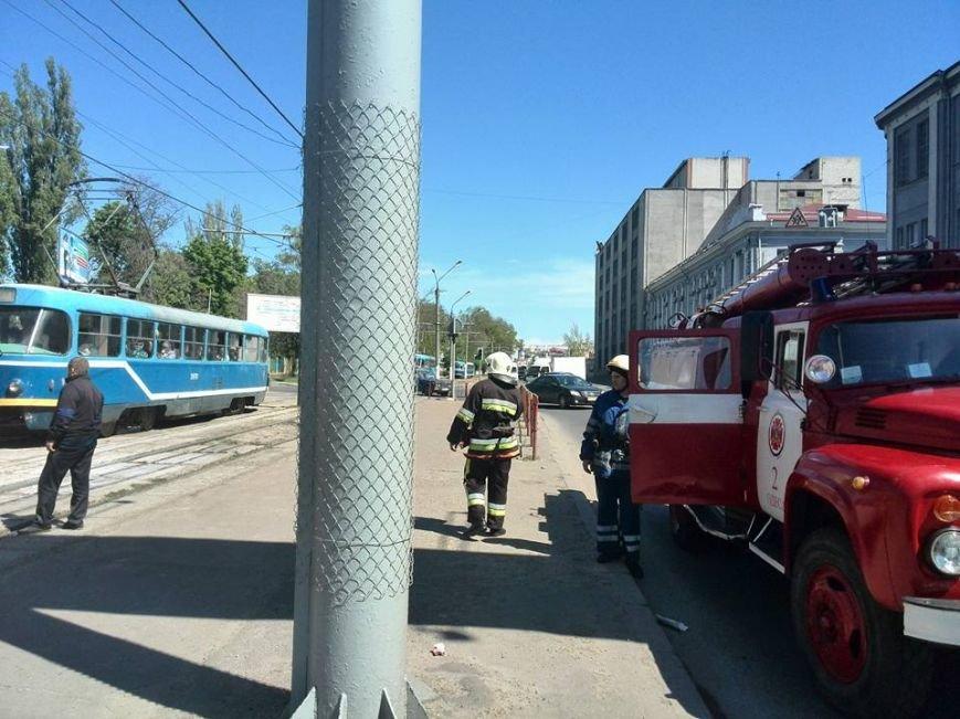 07a6d587b197c451385c7cda54b3ce12 В Одессе на Водопроводной горожане тушили трамвай