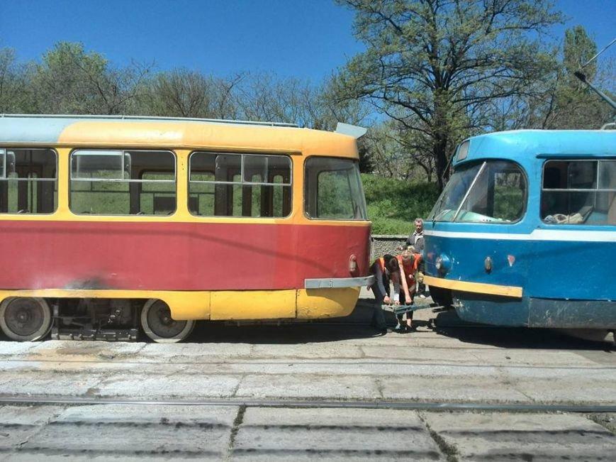 1065739acb886ab4b2d908436347c48d В Одессе на Водопроводной горожане тушили трамвай