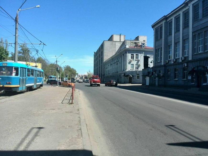 5ba86d0658ccd448736aa07fe7e09529 В Одессе на Водопроводной горожане тушили трамвай