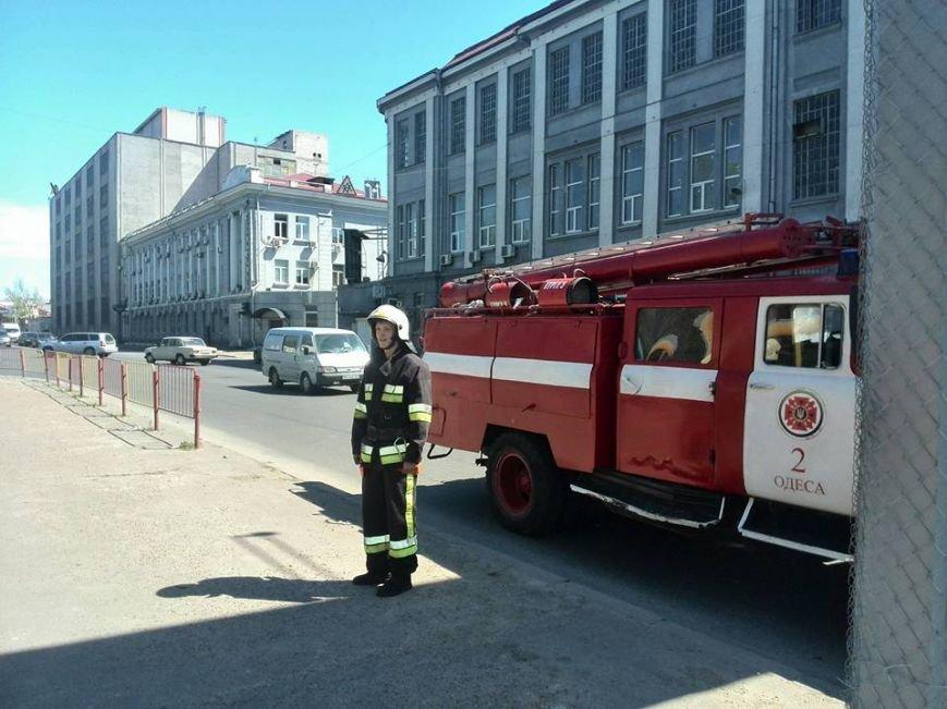 98fedb4436bf6af4bd55653dd2cd4f32 В Одессе на Водопроводной горожане тушили трамвай