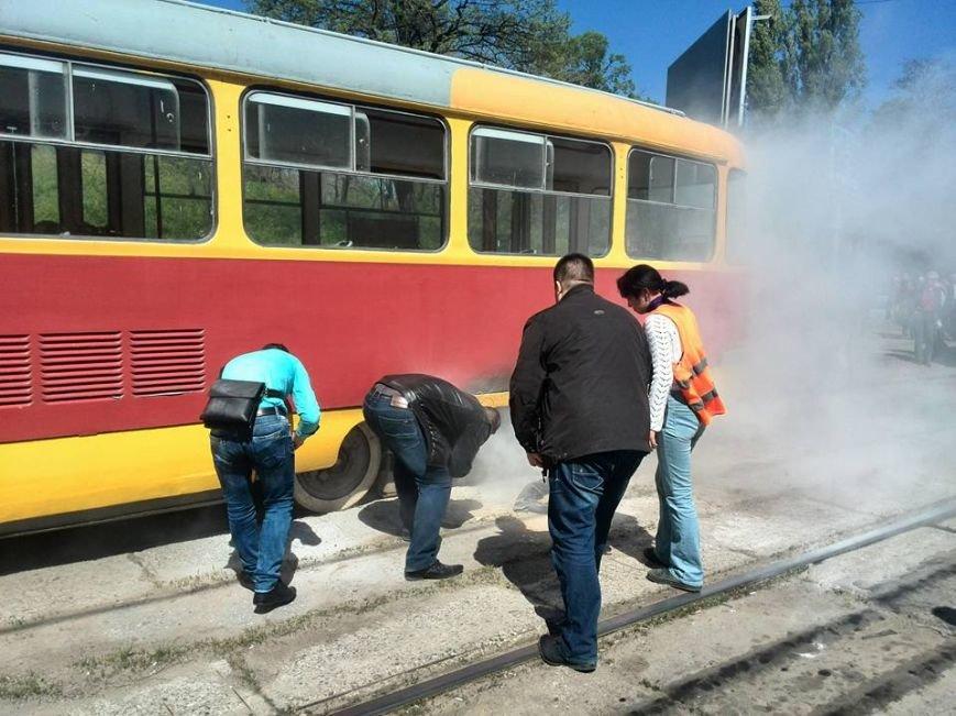 a693a64419b20e70e5931015f92bd85c В Одессе на Водопроводной горожане тушили трамвай