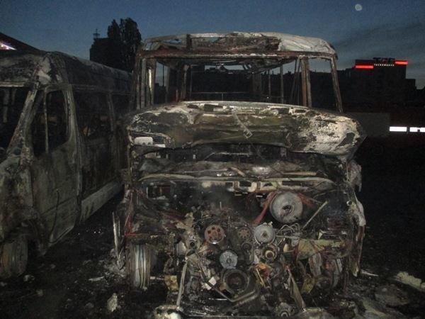 В Киеве на автостанции сожгли два автобуса (ФОТО), фото-1