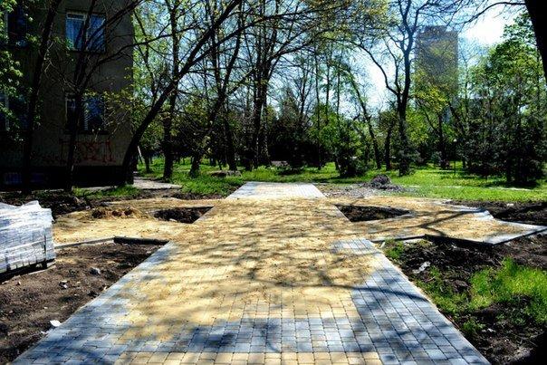 Пустырь за спасо-преображенским храмом превращается в цветущий парк (+фото) (фото) - фото 1