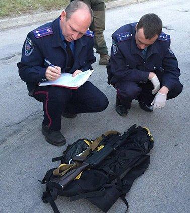В Днепропетровске у патрульного обнаружили арсенал оружия (ФОТО) (фото) - фото 2