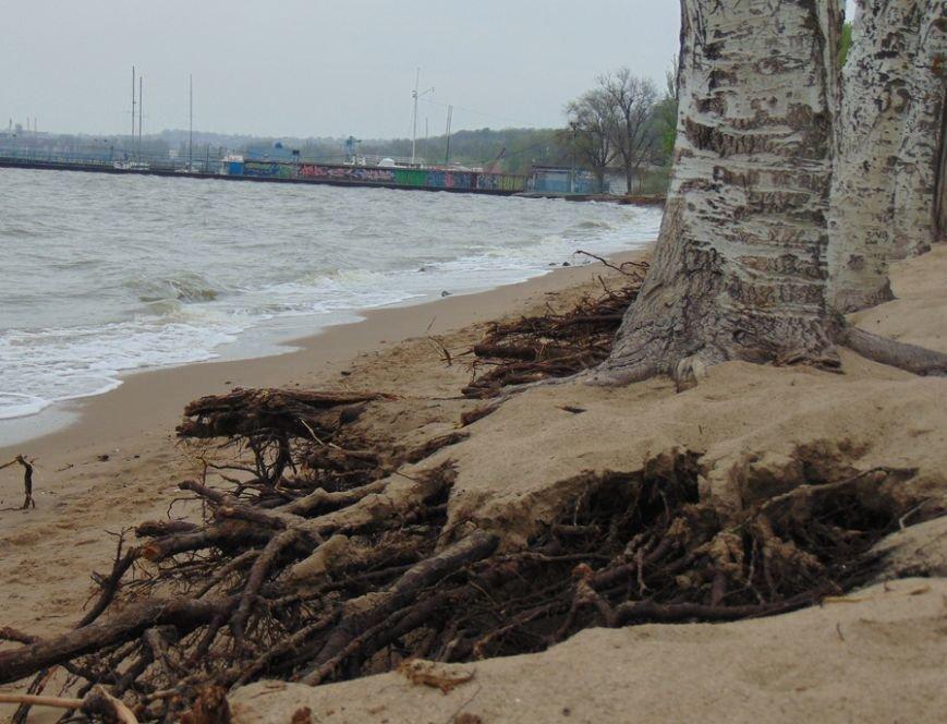 В Мариуполе исчезла часть городского пляжа (ФОТО), фото-1