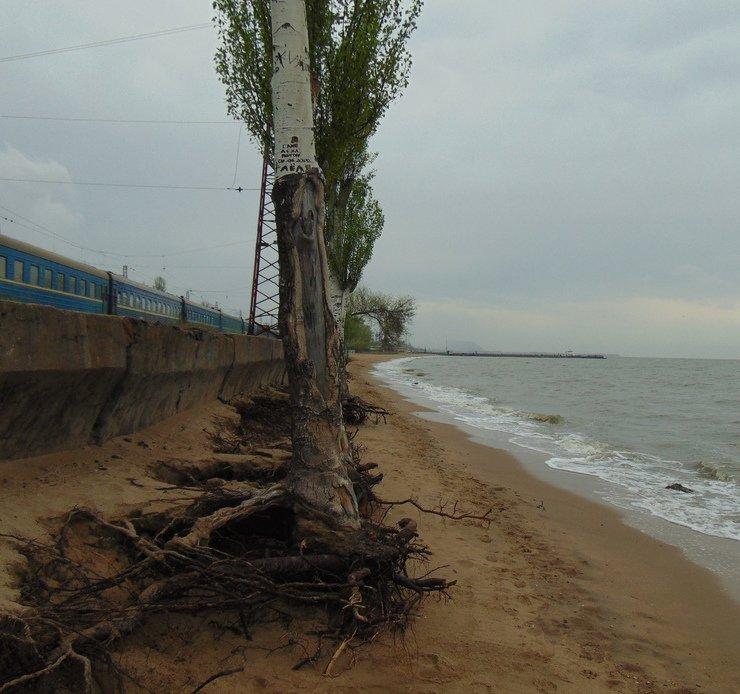 В Мариуполе исчезла часть городского пляжа (ФОТО), фото-3