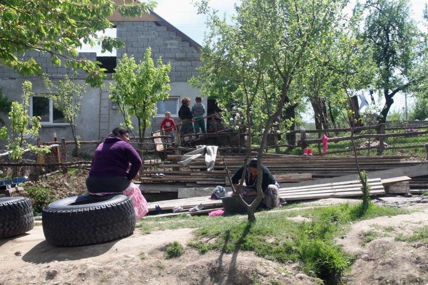 Один день з життя циганського табору на Ужгородщині: фоторепортаж, фото-19