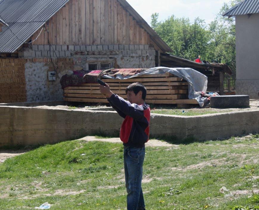 Один день з життя циганського табору на Ужгородщині: фоторепортаж, фото-15