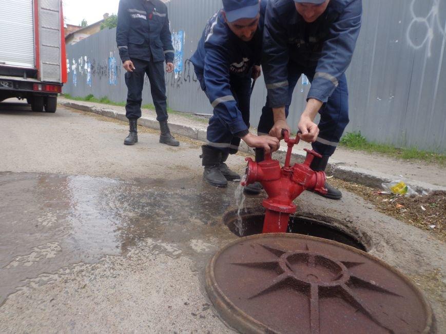 ГСЧС Украины в Первомайске проводит проверку пожарных гидрантов (фото) - фото 3