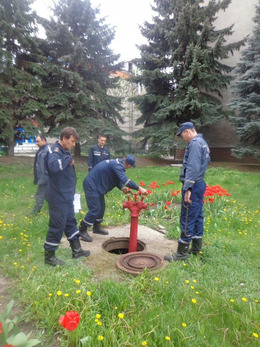 ГСЧС Украины в Первомайске проводит проверку пожарных гидрантов (фото) - фото 2