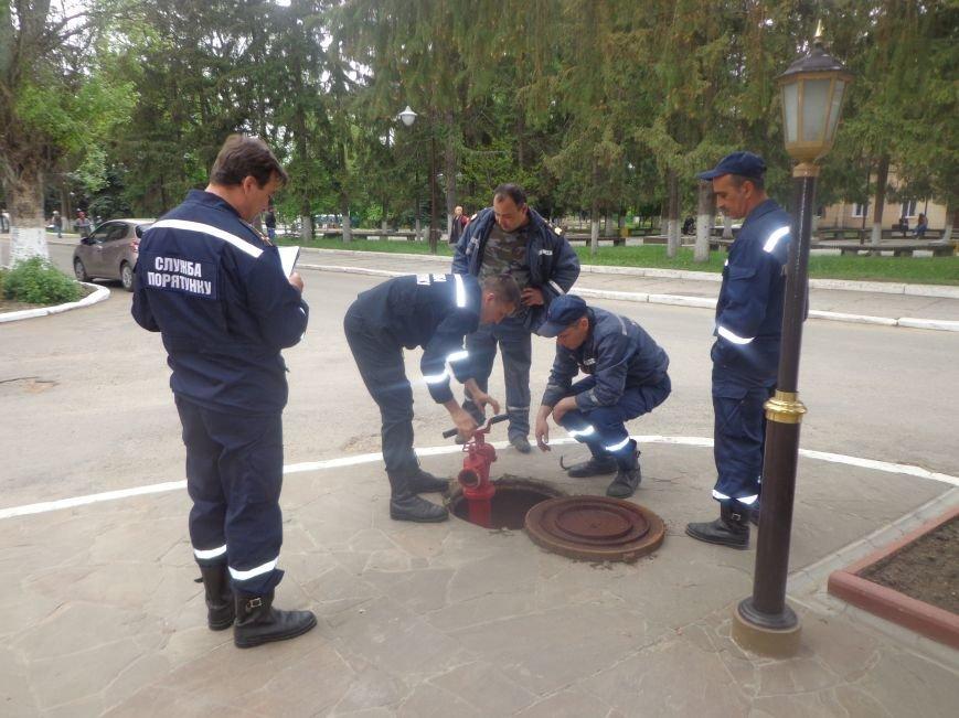 ГСЧС Украины в Первомайске проводит проверку пожарных гидрантов (фото) - фото 1