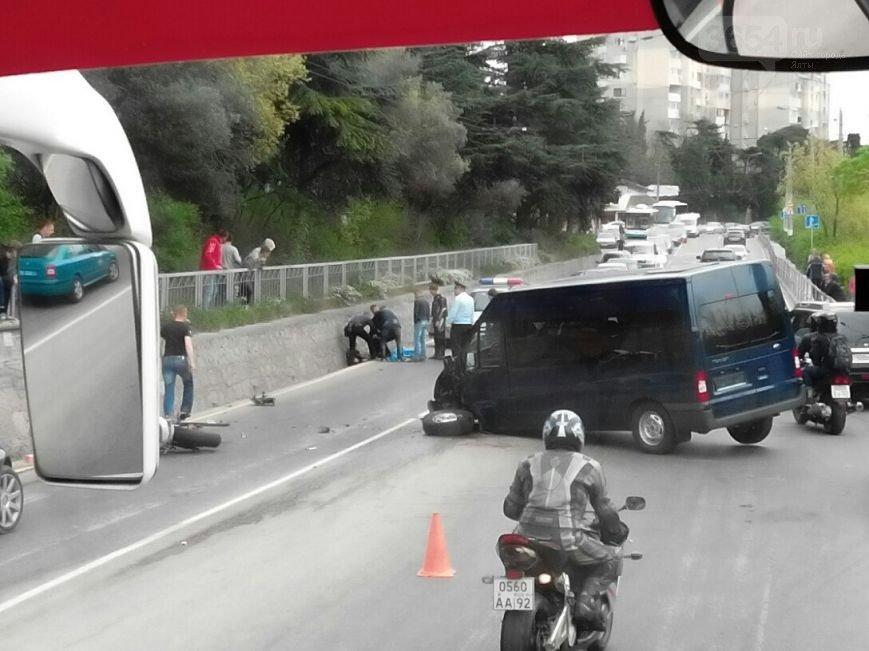 Видео: в Ялте смертельное ДТП. Погиб мотоциклист (фото) - фото 1