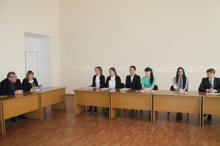 Школьники Бахмута стали лучшими на Всеукраинском турнире по правоведению, фото-1