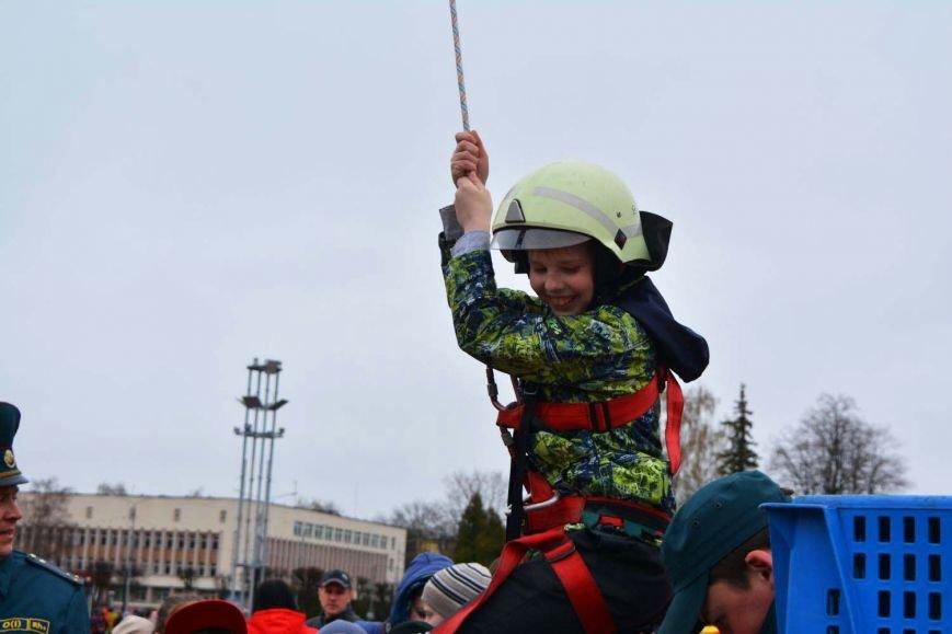 Имитация аварии, задымление салона и манекен с ранениями. В Новополоцк приехал автобус-тренажер, фото-9