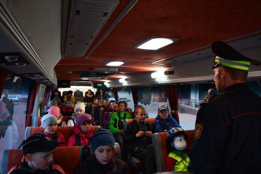 Имитация аварии, задымление салона и манекен с ранениями. В Новополоцк приехал автобус-тренажер, фото-7