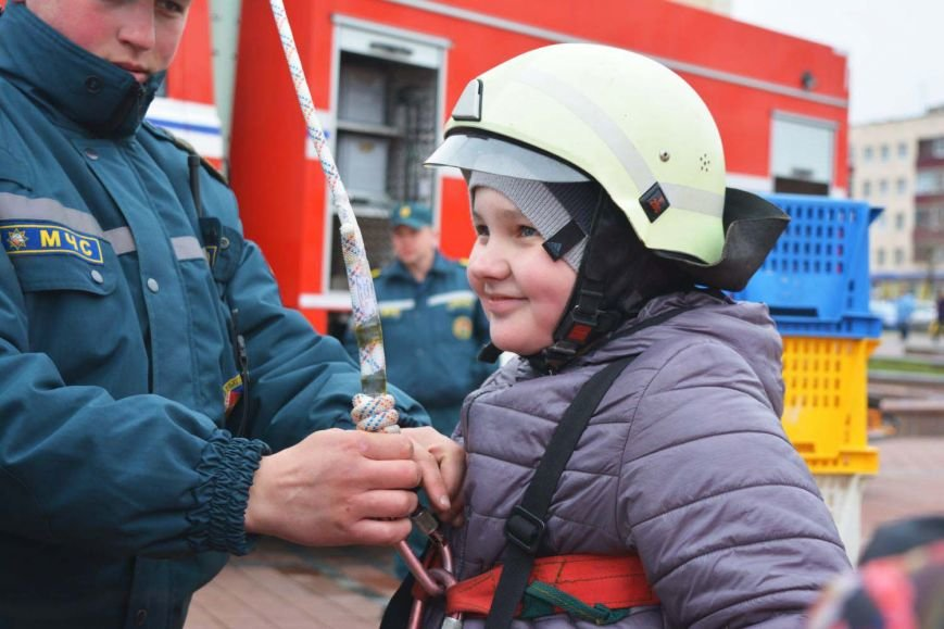 Имитация аварии, задымление салона и манекен с ранениями. В Новополоцк приехал автобус-тренажер, фото-13