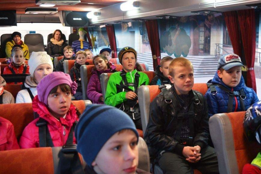 Имитация аварии, задымление салона и манекен с ранениями. В Новополоцк приехал автобус-тренажер, фото-6