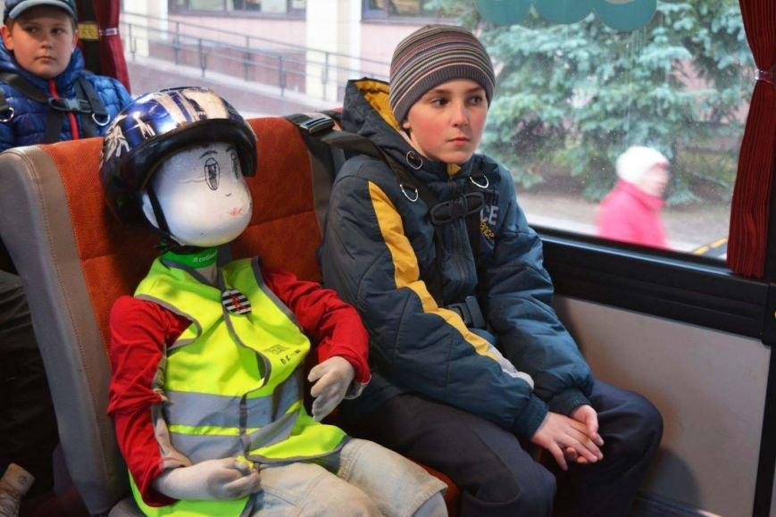 Имитация аварии, задымление салона и манекен с ранениями. В Новополоцк приехал автобус-тренажер, фото-5