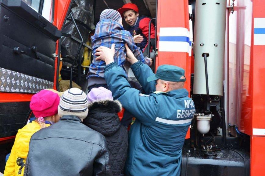 Имитация аварии, задымление салона и манекен с ранениями. В Новополоцк приехал автобус-тренажер, фото-11