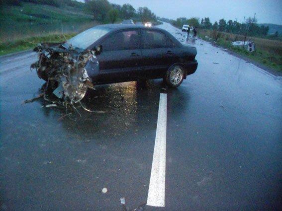 Внаслідок жахливої аварії на автодорозі Львів-Тернопіль постраждало двоє людей (ФОТО) (фото) - фото 1