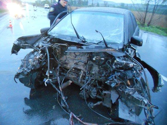 Внаслідок жахливої аварії на автодорозі Львів-Тернопіль постраждало двоє людей (ФОТО) (фото) - фото 3