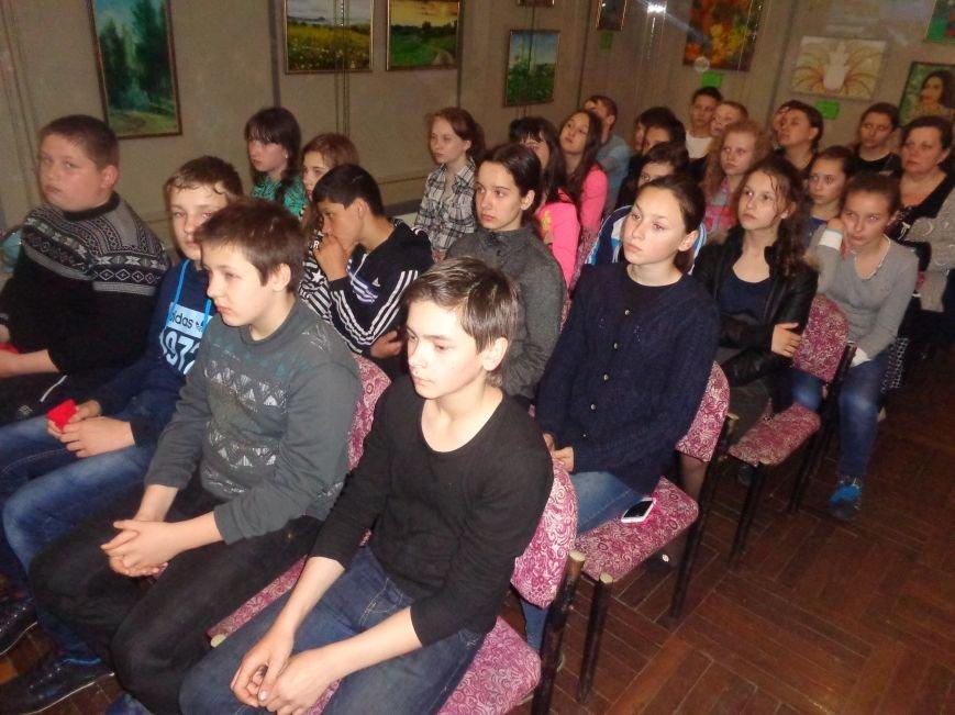 Красноармейский (Покровский) городской исторический музей провёл Урок памяти, приуроченный к 30-й годовщине Чернобыльской катастрофы (фото) - фото 2