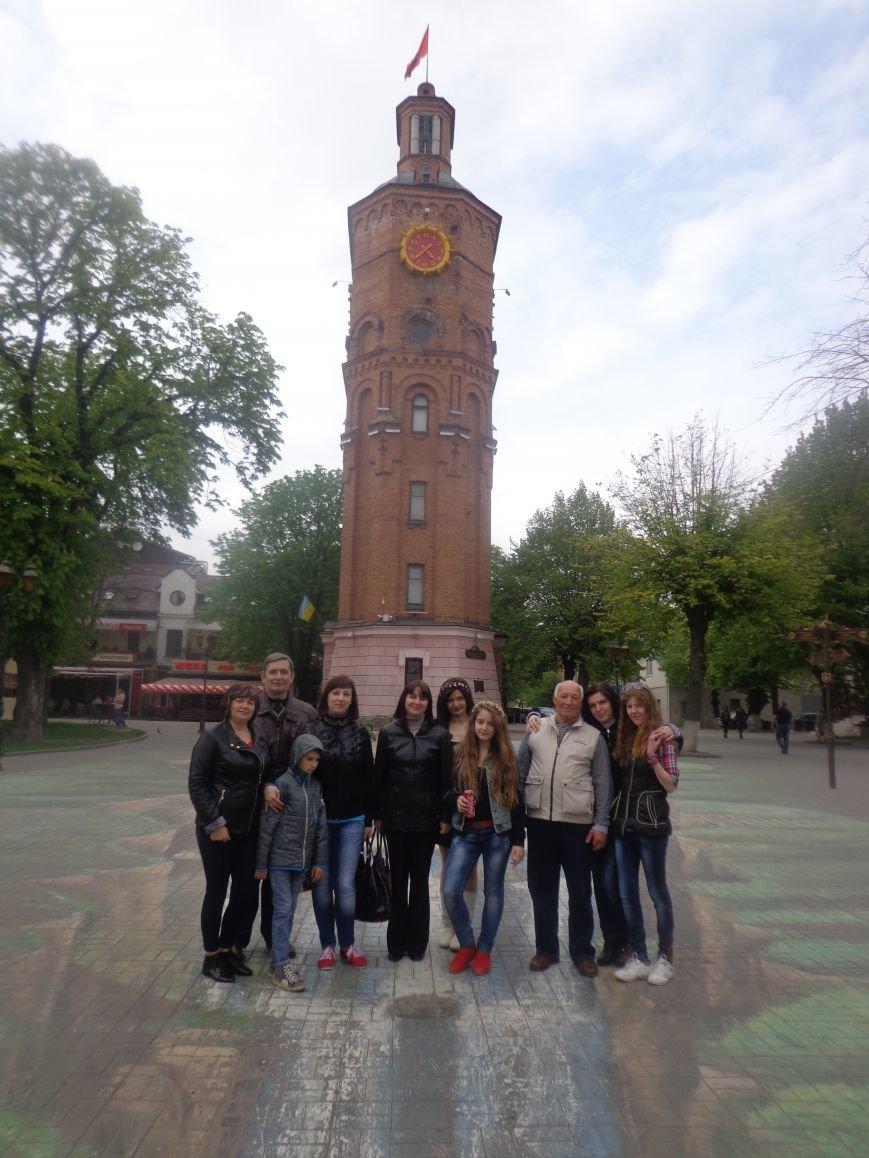 Первомайцы организованной группой посетили открытие винницких фонтанов (фото) - фото 3