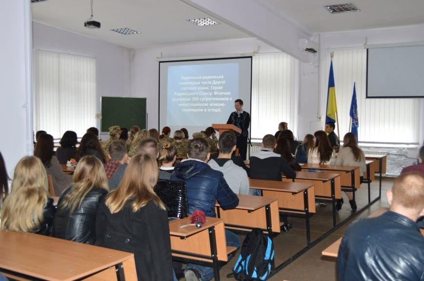 В ДонНТУ Красноармейска (Покровска) прошла открытая лекция, посвящённая женским бесстрашию и героизму (фото) - фото 1