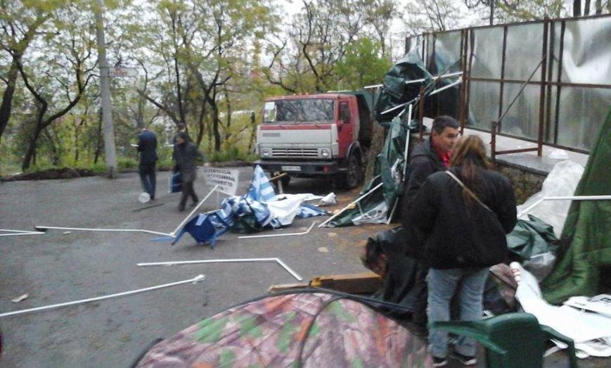 30a34bd83ddcfb940131739bcb461df5 В Одессе неизвестные попытались разогнать Майдан на Думской площади