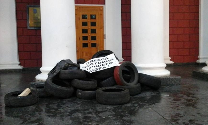 d65471509b811040c0027893f87a3b35 В Одессе неизвестные попытались разогнать Майдан на Думской площади