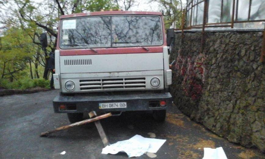 e56f5ecd2fc40b5a8537ba6f132eb86c В Одессе неизвестные попытались разогнать Майдан на Думской площади
