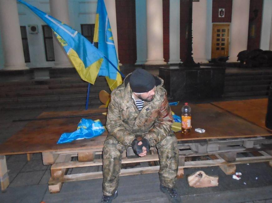 f2b8c7fc70349aa712f7febe3406bcd4 В Одессе неизвестные попытались разогнать Майдан на Думской площади
