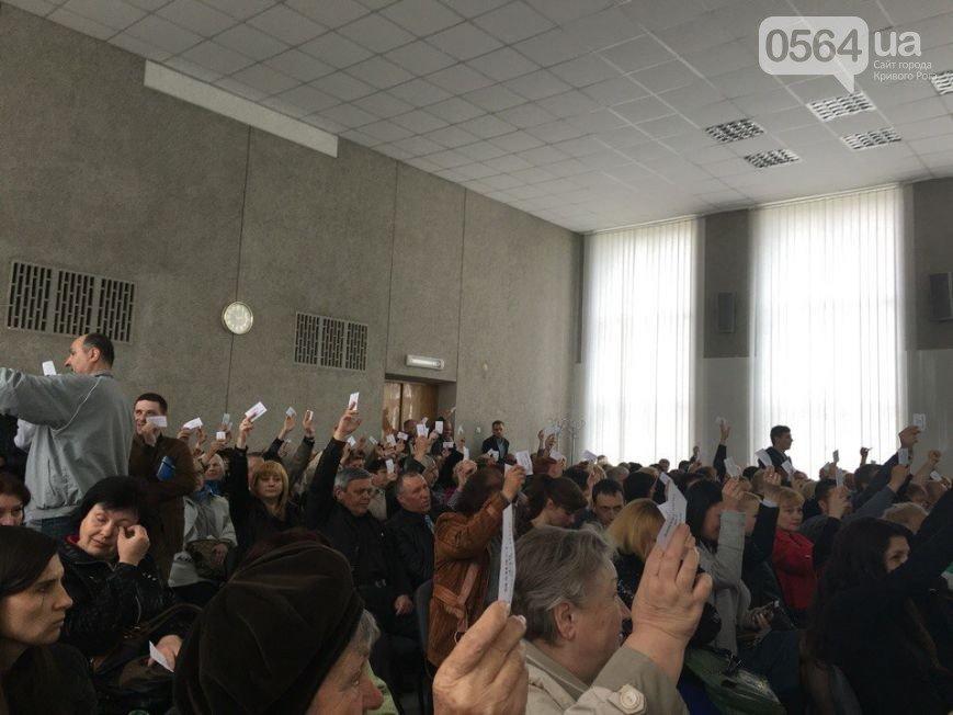 В Кривом Роге: Жовтневый район переименуют в Покровский, полиция борется со стихийной торговлей, семейных врачей будут обучать интерактивно (фото) - фото 1