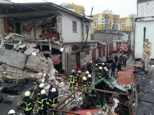 В Подольском районе взрывом уничтожило 5 гаражей, один человек погиб (ФОТО, ВИДЕО), фото-4