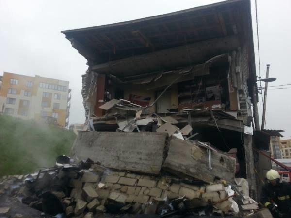 В Подольском районе взрывом уничтожило 5 гаражей, один человек погиб (ФОТО, ВИДЕО), фото-1